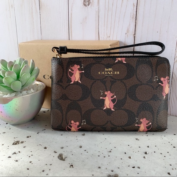 Coach Handbags - NWT COACH CORNER ZIP WRISTLET WITH  PRINT
